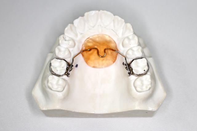 装置作成用の歯型採取装置、またはバンド装着